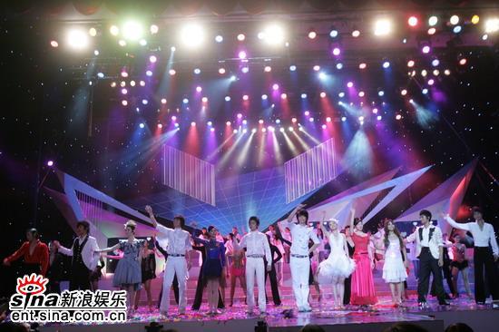 图文:东方卫视三周年庆典--在笑声中闭幕