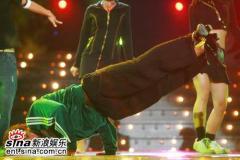 组图:《舞林大会》首场复赛上演明星大逃杀