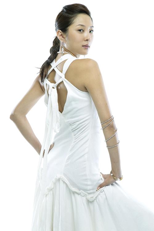 组图:符馨尹韩国拍全新写真白色清纯幽雅十足