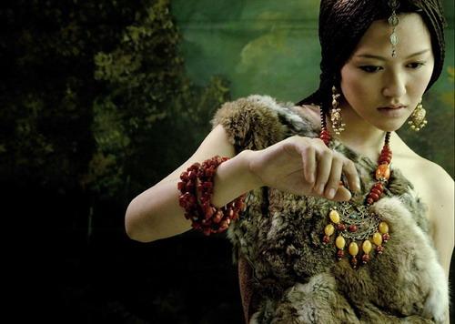 组图:谭维维自贡原生态写真声音河流般神秘