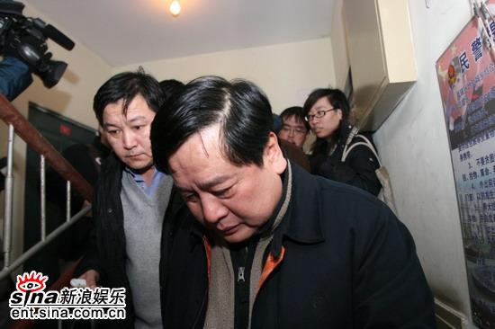 组图:赵炎送别师傅马季表情沉重满脸写尽不舍