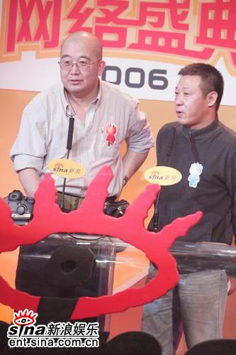 图文:封新城唐师曾颁发年度体育活动策划奖