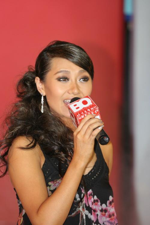 图文:BQ红人榜--爱戴获年度最受欢迎女歌手