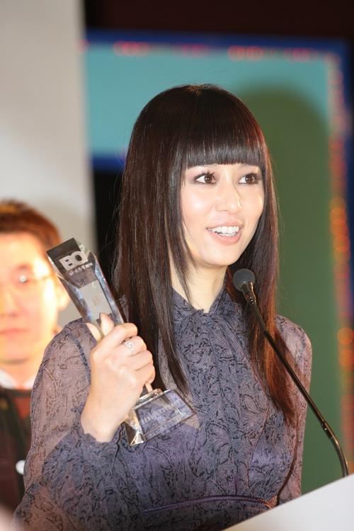 图文:林心如获年度港台地区最受欢迎女明星