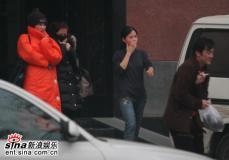 """独家组图:王菲赵薇""""离休""""后姊妹情深练瑜伽"""