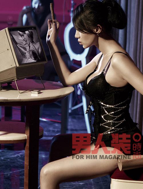 组图:阿朵时尚杂志艳情写真赤裸大胆酥胸荡漾