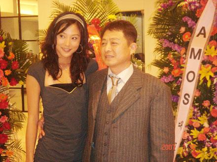组图:符馨尹出席某活动时尚靓丽成媒体焦点