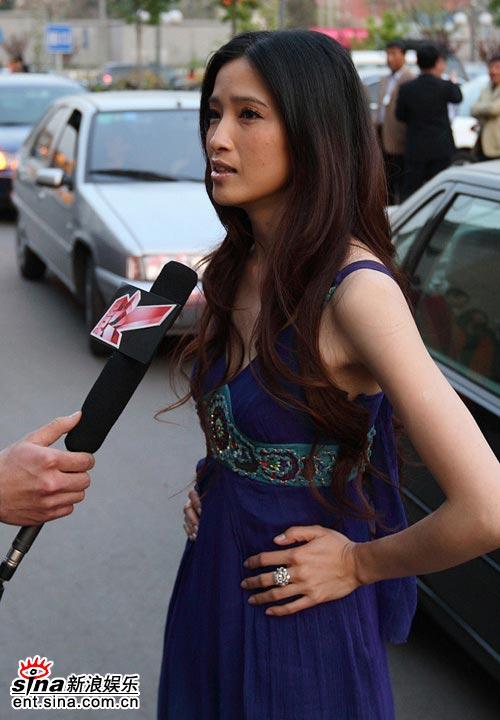 组图:龚蓓�出席法国电影展映尽显迷人风采