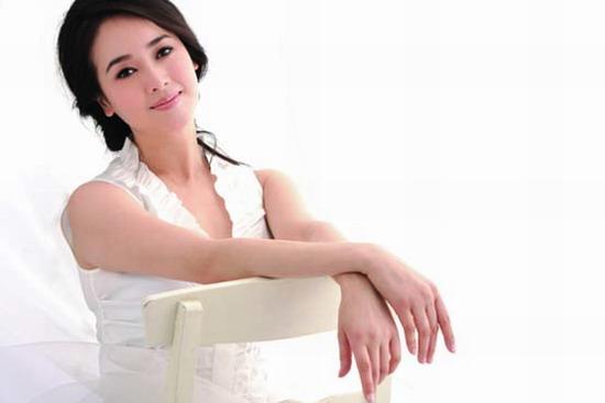 组图:左小青最新写真曝光白裙摇曳高贵温婉