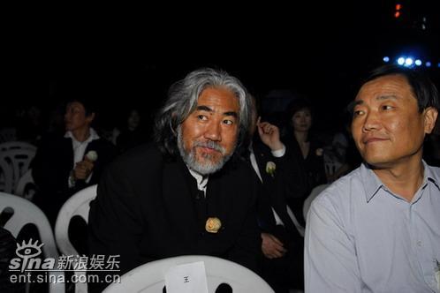 图文:陈晓旭追悼会举行--张纪中