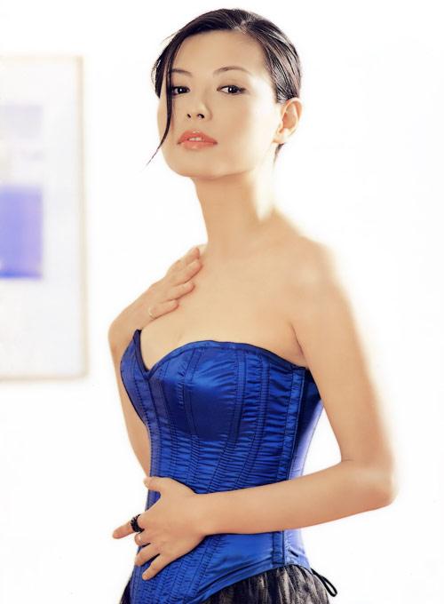 大胸美女撕依勹o%y�-�h�_图文:台湾性感女神陈孝萱--蓝色束胸衣