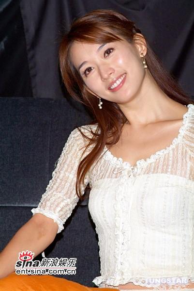 图文:林志玲宣布正式复出--笑容甜美可人