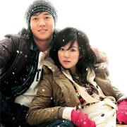 组图:金来沅林秀晶冬装秀冰天雪地浪漫携手