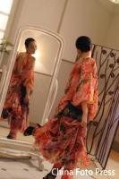 组图:郑秀文拍摄代言广告妩媚迷人大知性美