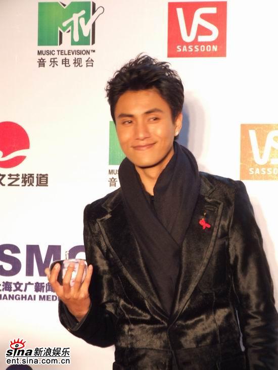 图文:MTV超级盛典颁奖典礼--陈坤笑得灿烂