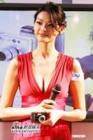 组图:林嘉绮美艳亮相数码展低胸洋装乳沟尽显