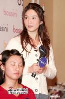 组图:杨采妮出席活动大讲穿衣之道欣赏莫文蔚