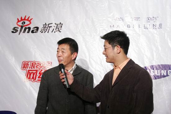图文:网络盛典红地毯-导演顾长卫红毯上发言