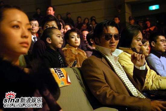 图文:网络盛典现场--谢霆锋在观众席上观礼