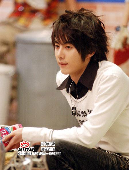 图文:韩国阳光组合SS501可爱拍广告--金亨俊