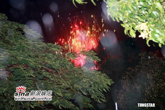 图文:陈奕迅徐濠萦完婚圈内好友庆贺--放烟花
