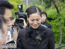 组图:陈逸飞墓碑上海宋庆龄陵园举行揭幕仪式
