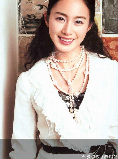图文:金泰熙夏装写真--大串珍珠