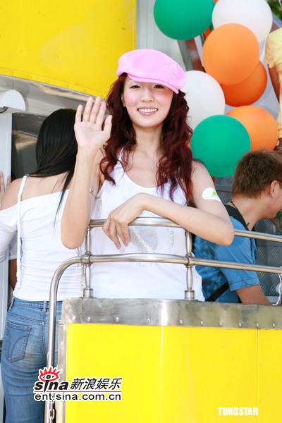 组图:5月11日时尚关键词--粉红鸭嘴帽