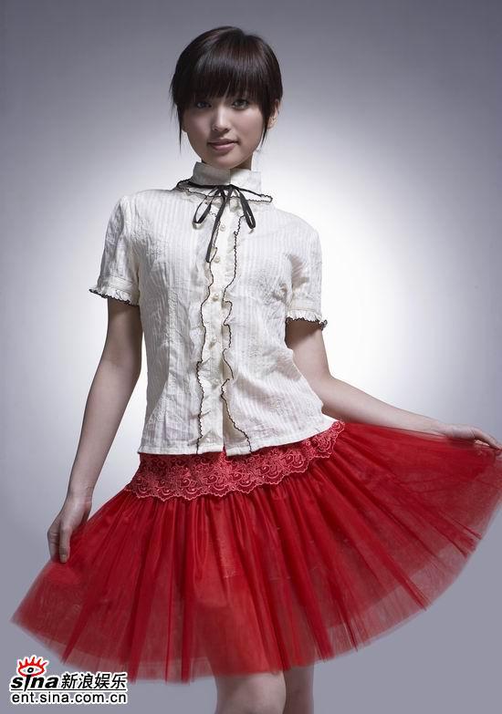组图:6月6日时尚关键词--欧式蕾丝烈焰红裙