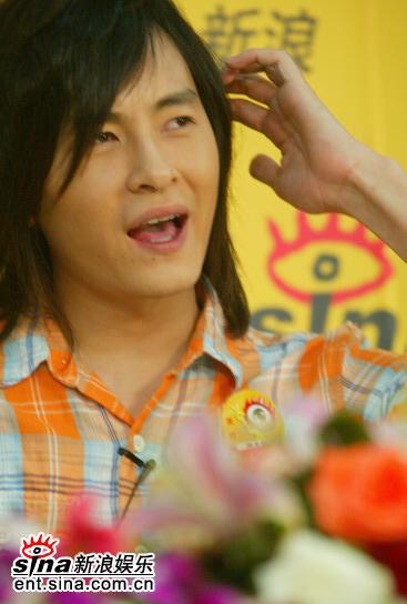 图文:台湾偶像郑元畅做客新浪--这个问题有点难