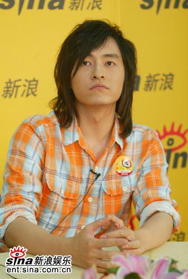 图文:台湾偶像郑元畅做客新浪--思考问题