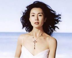 6月9日最美女星:张曼玉纯白水中花展露温婉气质