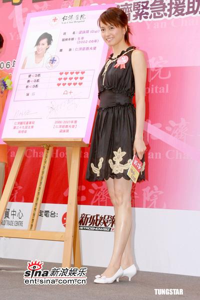 组图:6月19日时尚关键词--复古束腰黑缎短裙