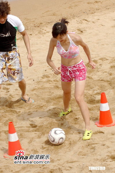 组图:7月5日时尚关键词--沙滩性感泳装