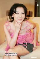 组图:萧蔷着别致粉红短裙低胸装秀34D丰胸