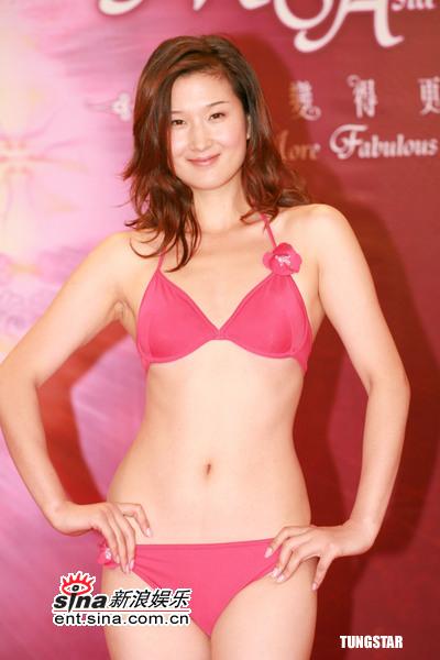 图文:亚姐竞选第二轮面试--粉色泳装迷人轮廓