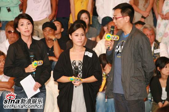 图文:香港举行声讨会抵制偷拍阿娇接受采访