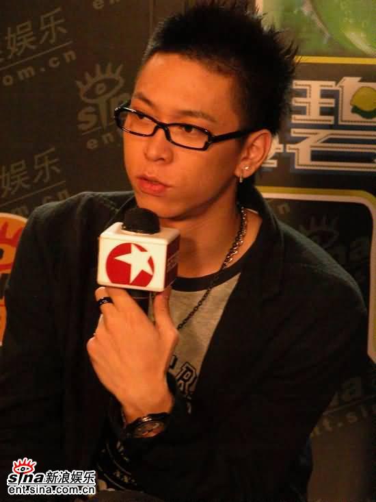 图文:我型我秀选手做客新浪--俞思远侃侃而谈