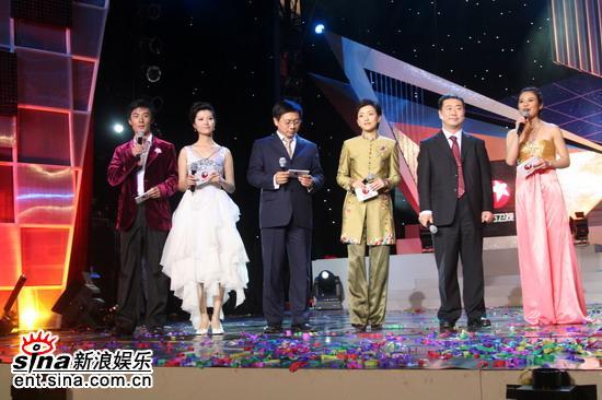 图文:东方卫视三周年庆典--六位主持人齐登场
