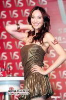 11月3最美女星:吴佩慈秀发飘逸大秀修长美腿
