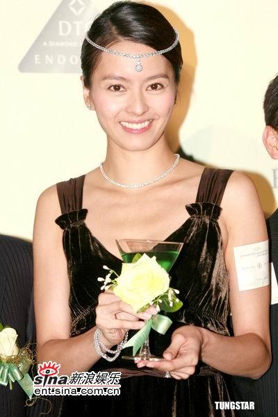 组图:11月3日时尚关键词--梁咏琪千万钻饰公主