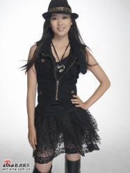 组图:童瑶拍摄写真黑色薄纱短裙秀修长双腿