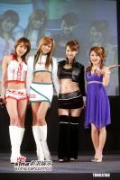 组图:佐藤麻衣出席台北车展日本车模走光露底