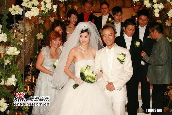 图文:李克勤迎娶新娘卢淑仪--满脸尽是幸福