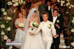 组图:李克勤迎娶新娘卢淑仪刘德华等众星共贺