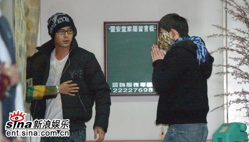 图文:许玮伦抢救无效身亡-好友陈宇凡施易男