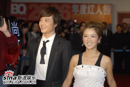 图文:BQ2006年度红人榜--何洁可爱的笑容