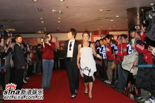 图文:BQ2006年度红人榜--何洁与造型师航悦