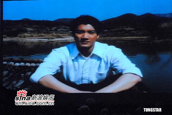 图文:纪念许玮伦音乐会--王力宏在VCR中