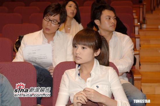 图文:纪念许玮伦音乐会--杨丞琳沉浸在悲伤中